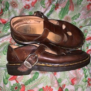 Super cute vintage Dr. Marten buckle loafers!!